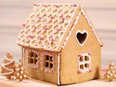Réalisez une maison en pain d'épices pour les petits à Noël. Promis, avec notre tuto vidéo, c'est un jeu d'enfant !