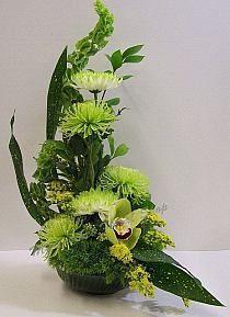 Patrick's Theme Get Well - Blumenladen - Floral Altar Flowers, Church Flower Arrangements, Church Flowers, Beautiful Flower Arrangements, Funeral Flowers, Beautiful Flowers, Creative Flower Arrangements, Rose Arrangements, Hanging Flowers