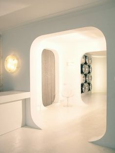 Amazing Futuristic Interior That Gives Some Ideas For Decorating In This Style : Futuristic Interior With Circle Lamp White Walls Ceramic Floors Chair Wooden Door Futuristic Interior, Futuristic Furniture, Futuristic Design, Futuristic Architecture, Modern Interior, Architecture Design, Installation Architecture, Theater Architecture, Victorian Design