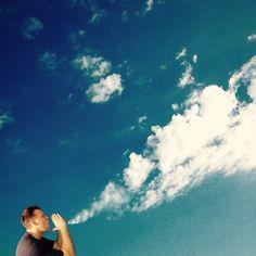 Nuvens e criatividade no Instagram de Markus Einspannier - O alemão Markus Einspannier decidiu fazer mais do que simples fotos de nuvens. Aproveitando as formas de cada uma, ele recheia seu perfil no Instagram com fotos criativas.