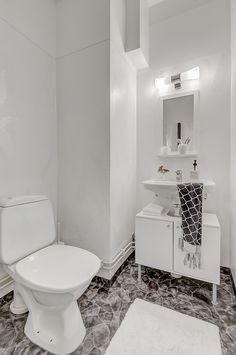 Lägenhet med fantastiska möjligheter! | Mäklarcentrum Scandinavian Interior Design, Stockholm, Villa, Real Estate, Bathroom, Inspiration, Home Decor, Washroom, Biblical Inspiration