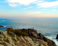 Monhegan Island (Maine, USA) is located in Lincoln County. Monhegan Island has some wonderful things about it, lots of beautiful coves and grand cliffs rising high out of the sea.
