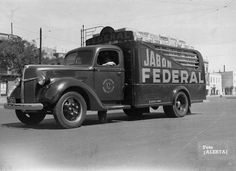 Argentina Vintage Trucks, Old Trucks, Ford Tractors, Antique Photos, Dieselpunk, Heavy Equipment, Tango, Cars Motorcycles, Vehicles
