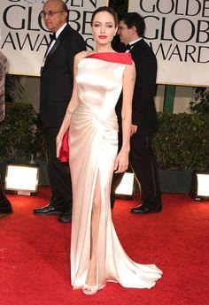 Pin for Later: 40 Gründe, Angelina Jolie's Style zu lieben Angelina Jolie 2012 in Versace bei den Golden Globes