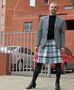 Men in Skirts — A Man in a Skirt Guys In Skirts, Men Wearing Skirts, Men Dress Up, Men In Heels, Man Skirt, New Mens Fashion, Androgynous Fashion, Costume, Tight Leggings