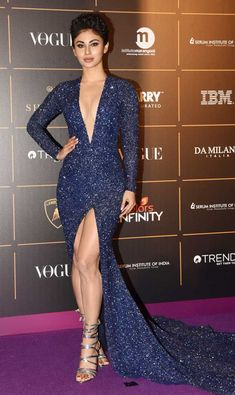 Mouni Roy stunned in all-glitter look at the Vogue Women Of The Year Awards 2018 - Christmas-Desserts Bollywood Actress Hot Photos, Indian Bollywood Actress, Bollywood Girls, Beautiful Bollywood Actress, Bollywood Fashion, Bollywood Bikini, Beautiful Girl Indian, Most Beautiful Indian Actress, Indian Tv Actress