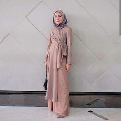 Hijab Dress Party, Hijab Style Dress, Abaya Style, Custom Dresses, Modest Dresses, Pretty Dresses, Abaya Fashion, Muslim Fashion, Fashion Outfits