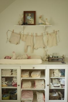 simple, shabby vintage nursery-so flipping cute! Old Baby Clothes, Baby Clothes Storage, Trendy Baby Clothes, Vintage Nursery, Shabby Vintage, Vintage Decor, Shabby Chic, Baby Bedroom, Kids Bedroom