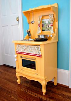 Sunny Yellow Kitchen yellow play kitchen - made from a french provincial side table - see websiteyellow play kitchen - made from a french provincial side table - see website Yellow Kitchen Inspiration, Diy Kids Kitchen, Kitchen Redo, Design Kitchen, Kitchen Interior, Kitchen Ideas, Diy Toys, Kids Furniture, Upcycled Furniture