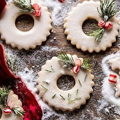 Vanilla Wreath Cookies the countdown is on and I am ready to just bake all … – Recipes Butter Pecan Cookies, Ginger Molasses Cookies, Spice Cookies, Santa Cookie Recipe, Cookie Recipes, Cookie Tin, Cookie Swap, Cookie Ideas, Brownie Recipes
