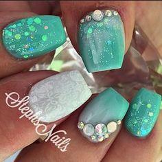 Nail art Christmas - the festive spirit on the nails. Over 70 creative ideas and tutorials - My Nails Fancy Nails, Bling Nails, Love Nails, Trendy Nails, Fabulous Nails, Gorgeous Nails, Sea Nails, Acryl Nails, Mermaid Nails