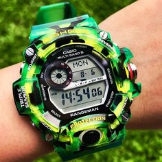 classic watches for men - Watches / Men: Clothing, Shoes & Jewelry Casio G Shock Watches, Big Watches, Casio Watch, Cool Watches, Vintage Watches For Men, Luxury Watches For Men, Mens Sport Watches, Watch Brands, Big Black