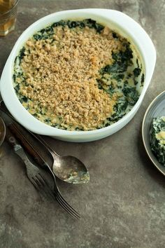 Creamed Kale Gratin (Paleo, Vegan) – Turn your favorite leafy green into a delicious paleo and vegan holiday gratin by baking it in the oven with a creamy sauce and adding a crumb topping. Microwave Recipes, Whole Food Recipes, Vegetarian Recipes, Whole30 Recipes, Health Recipes, Vegan Meals, Vegetable Recipes, Free Recipes, Salads