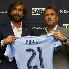 Andrea #Pirlo posa con la maglia dei New York City FC