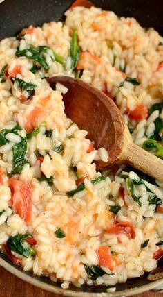 Tomato Recipes tomato basil spinach risotto - Description Tomato Basil and Spinach Risotto is fresh and light. Perfect any time of year! Spinach Risotto, Tomato Risotto, Vegan Risotto, Salmon Risotto, Shrimp Risotto, Vegetarian Recipes, Cooking Recipes, Healthy Recipes, Spinach Recipes