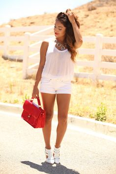 The summer is in all heat and we all know that white is the summer essential color. It can look great on everyone. Fab Fashion Fix brings 25 all white summer Fashion Blogger Style, Love Fashion, Fashion Beauty, Fashion Rocks, Fashion Killa, Woman Fashion, Fashion Bloggers, Hot Summer Looks, Summer Outfits