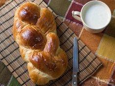 Το τσουρέκι της Mamangelic θα είναι το καλύτερο τσουρέκι που έχεις φτιάξει ποτέ! Greek Sweets, Greek Desserts, Greek Recipes, Sweets Recipes, Easter Recipes, Cooking Recipes, Greek Bread, Low Calorie Cake, Greek Cookies