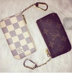 I have the brown monogram one :)) I love it