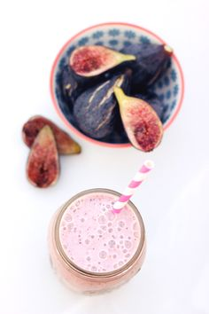 Fresh Fig & Banana Smoothie (Gluten-Free & Vegan) This looks yummy. Now to find fresh figs again! Fig Smoothie, Apple Smoothies, Good Smoothies, Vegan Smoothies, Smoothie Drinks, Yummy Drinks, Healthy Drinks, Best Smoothie Recipes, Vegan Sugar