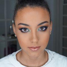 Look verde com um toque de glitter  #SoTenhoClientesLindas  Halo Eye Makeup, Toque, Look, Glitter, Eyes, Instagram Posts, Hair, Green, Strengthen Hair