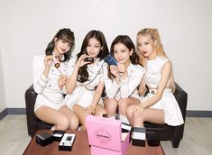 Image uploaded by aly. Find images and videos about kpop, rose and blackpink on We Heart It - the app to get lost in what you love. Yg Entertainment, K Pop, South Korean Girls, Korean Girl Groups, Galaxy A, Samsung Galaxy, Blackpink Members, Jennie Lisa, Blackpink And Bts