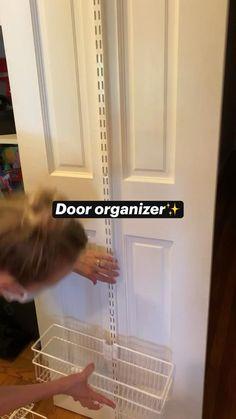 Home Organization Hacks, Pantry Organization, Organization For Small Bathroom, Organization Ideas For Bedrooms, Apartment Closet Organization, Bathroom Hacks, Storage Hacks, Diy Storage, Organizing Ideas