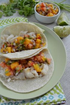 Tacos de pescado con salsa de mango (pico de gallo de mango) | http://www.pizcadesabor.com