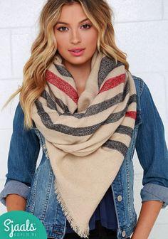 STRIPES | De Gestreepte Omslagdoek Beige Hip, hot en vierkant dus ook als sjaal te dragen! Benieuwd? Check ➳ https://www.sjaalskopen.nl/gestreepte-omslagdoek #herfst #omslagdoek #sjaal #scarf #stripes #stripe #herfstmode #winter #trends #trendy #trending #fashion #warm #modeling #shoot #shooting #musthave #wanted #nieuw #new #collectie #hipster