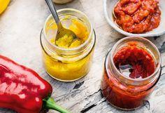Backrohr auf 220 °C (Ober-/Unterhitze) vorheizen. Für beide Ajvar-Sortendie Paprika putzen und nach Farben getrennt grob würfeln. Jeweils dieZwiebeln schälen und in Spalten schneiden, ... Snacks, Grob, Beide, Stuffed Peppers, Vegetables, Dips, Dressing, Marmalade Recipe, Spreads