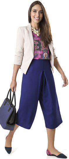 A calça pantalona cropped é tendência do inverno 2015 e é um peça bem versátil, olha como ela fica incrível num look de trabalho!