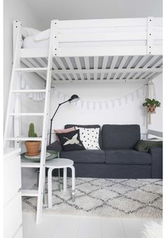 With these handy student room tips - INTERIOR JUNKIE - In rooms? With these handy student room tips You are in the right place about home de. Cute Bedroom Ideas, Room Ideas Bedroom, Girl Bedroom Designs, Small Room Bedroom, Bedroom Loft, Bedroom Decor, Loft Bed Plans, Deco Studio, Aesthetic Room Decor