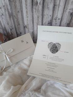 Προσκλητήριο γάμου αποτύπωμα τρίπτυχο σε διαστάσεις 21×13 εκ. κλειστό και 30×21 εκ. ανοιχτό. Το  είδος του χαρτιού είναι  velvet 250gr και δεν χρειάζεται φάκελο.  #gamos #γάμος#γαμος#craft#prosklitirio#προσκλητήριο#οικολογικοχαρτι#πρόσκληση#προσκλητηριογαμου#prosklitiriogamou Place Cards, Place Card Holders