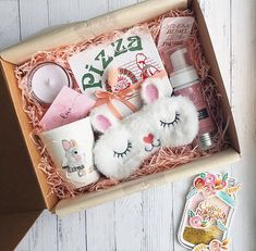Pin by Aisha on Cadeau vrouw - Pin by. Pin by Aisha on Cadeau vrouw - Pin by Aisha on Cadeau vrouw. Cute Birthday Gift, Birthday Gifts For Best Friend, Diy Birthday, Birthday Presents, Special Birthday, Birthday Hampers, Birthday Gift Baskets, Creative Gift Wrapping, Creative Gifts