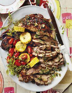 Gevlekte lamsboud, helder kleure, 'n lekker braai en vonkelwyn. nooi gerus jou vriende vir 'n vrolike Nuwejaarsviering! Lamb Recipes, Cooking Recipes, South African Recipes, Ethnic Recipes, Entrees, Side Dishes, Appetizers, Menu