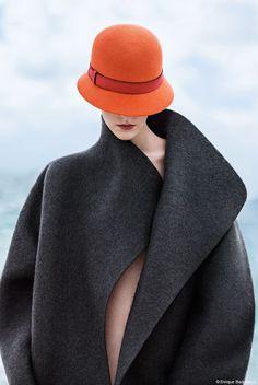 """Die Leica Galerie Wetzlar präsentiert noch bis Anfang Juni 2015 die Fotoausstellung """"ANZIEHEND ANDERS"""" von Enrique Badulescu. Foto: Enrique Badulescu, Fashion by Hermès #Fotografie #Ausstellung"""