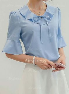43 Ruffle Blouses To Add To Your Wardrobe - Global Outfit Experts Modest Fashion, Fashion Dresses, Blouse And Skirt, Beautiful Blouses, Elegant Outfit, Look Chic, Corsage, Dress Patterns, Blouse Designs