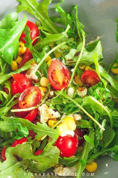 This delicious arugula corn salad is the perfect summer side dish. Simple and easy to make with healthy and fresh ingredients. Salad Recipes Healthy Vegetarian, Yummy Vegetable Recipes, Tomato Salad Recipes, Healthy Dinner Recipes, Healthy Food, Vegan Recipes, Cold Vegetable Salads, Pasta Recipes For Kids, Homemade Dressing