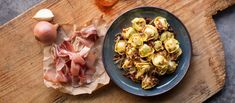 Prosciutto & Cheese Tortelloni with Onions, Speck, Whiskey and Paprika Rana Pasta, Smoked Paprika, Prosciutto, How To Cook Pasta, Cooking Time, Potato Salad, Sauces, Good Food, Stuffed Peppers