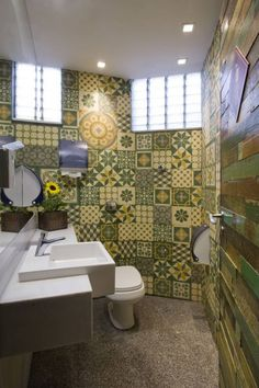 Awesome Fantastic Restaurant Bathroom Interior: Restaurant Bathroom Design