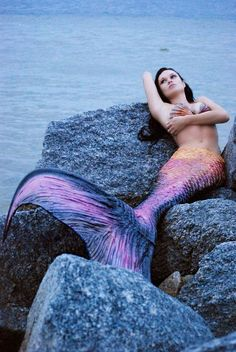 Ever wondered what color your tail would be if you were a mermaid? Well... Let's find out!