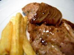 Esta é uma maneira diferente de cozinhar os bifes de porco (febras), que por acaso até ficou bem gostosa! Utilizei vinagre balsamico de fig...