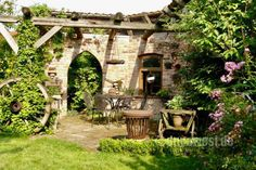 Ruinenhaus in Silkes Garten - Karin Urban - NaturalSTyle