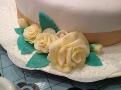My very first mmf roses 2! #cake #design