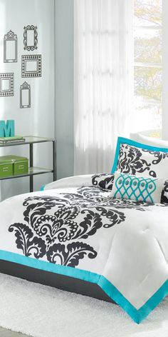 Teal & black modern bedding comforter set, stylish & cozy for winter! Would look great in my room if it was blue and not teal. Comforter Sets, Elegant Bedroom, Home Bedroom, Bedroom Diy, Home Decor, Bedroom Decor, Modern Bed, Modern Bedding Comforter, New Room