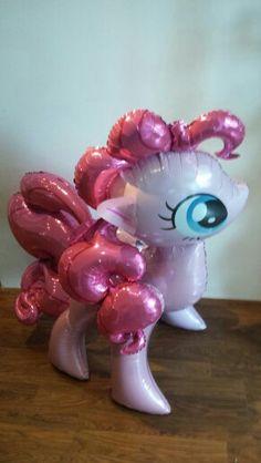 My Little Pony Airwalker Ballon. Net zo groot als een kleine pony en net zo leuk! Deze pony wandelt op lucht en dat maakt hem nagenoeg levensecht. Bestel hem nu op www.decoimprove.nl! !