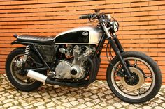 Suzuki GS1000 Scrambler custom Suzuki Scrambler by Lab Motorcycles based on a 1979 Suzuki GS1000. This minimalist Suzuki Scrambler is a work of art.  Suzuki GS1000 Scrambler features  Suzuki Scrambler Seat, Custom gas tank, Custom Exhaust, Custom handlebar, Custom headlamp, Custom Tail lamp,  This Custom Suzuki Scrambler is truly amazing.