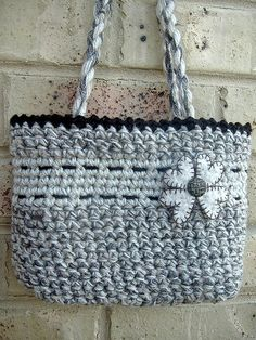 Easy Peasy Crochet Bag By laughing purple goldfish - Free Crochet Pattern Bag Crochet, Crochet Purse Patterns, Crochet Shell Stitch, Crochet Handbags, Crochet Purses, Cute Crochet, Crochet Crafts, Crochet Baskets, Knooking