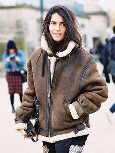Shearling Street Style via Cozy Fashion, Fashion Week, Womens Fashion, Paris Fashion, Shearling Jacket, Leather Jacket, Sheepskin Jacket, Aviator Jackets, Cooler Look