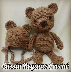 Cute! A teddy bear with a matching beanie Belas Artes Crochê e Cia: Ursinho Amigurumi - Receita
