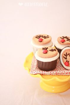 Gingerbread cupcakes con biscotti renna by anemone's corner, via Flickr